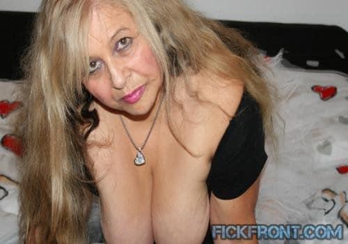 Bare Boob Bikini alte Frauen suchen Sex